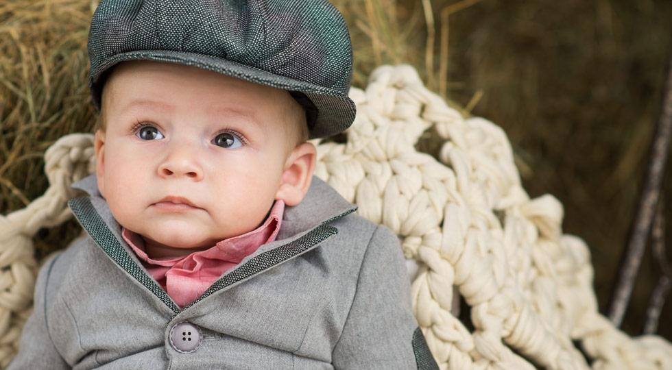Alege cea mai frumoasă ținută de botez pentru bebelușul tău