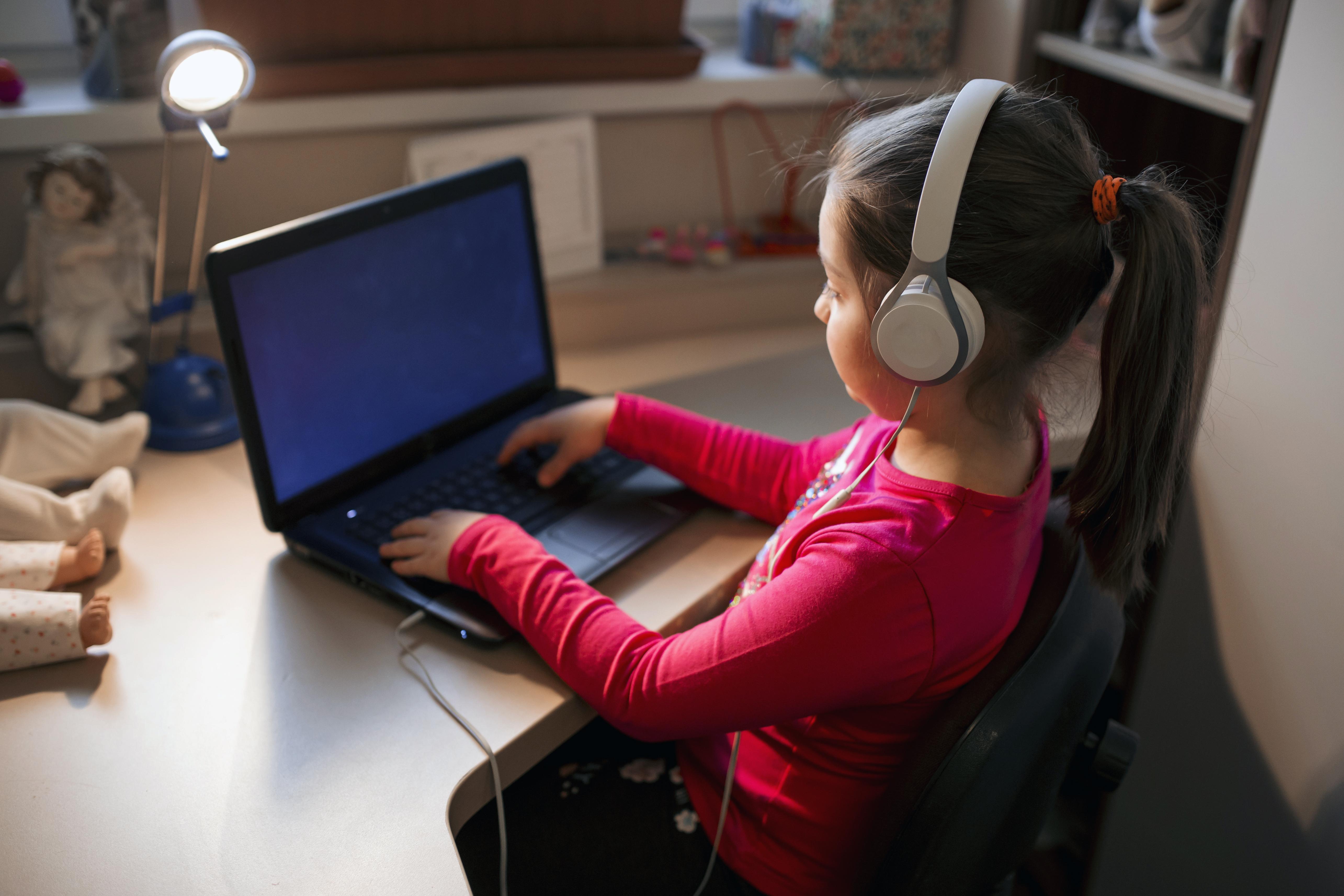 Jocuri și activități online pentru copii