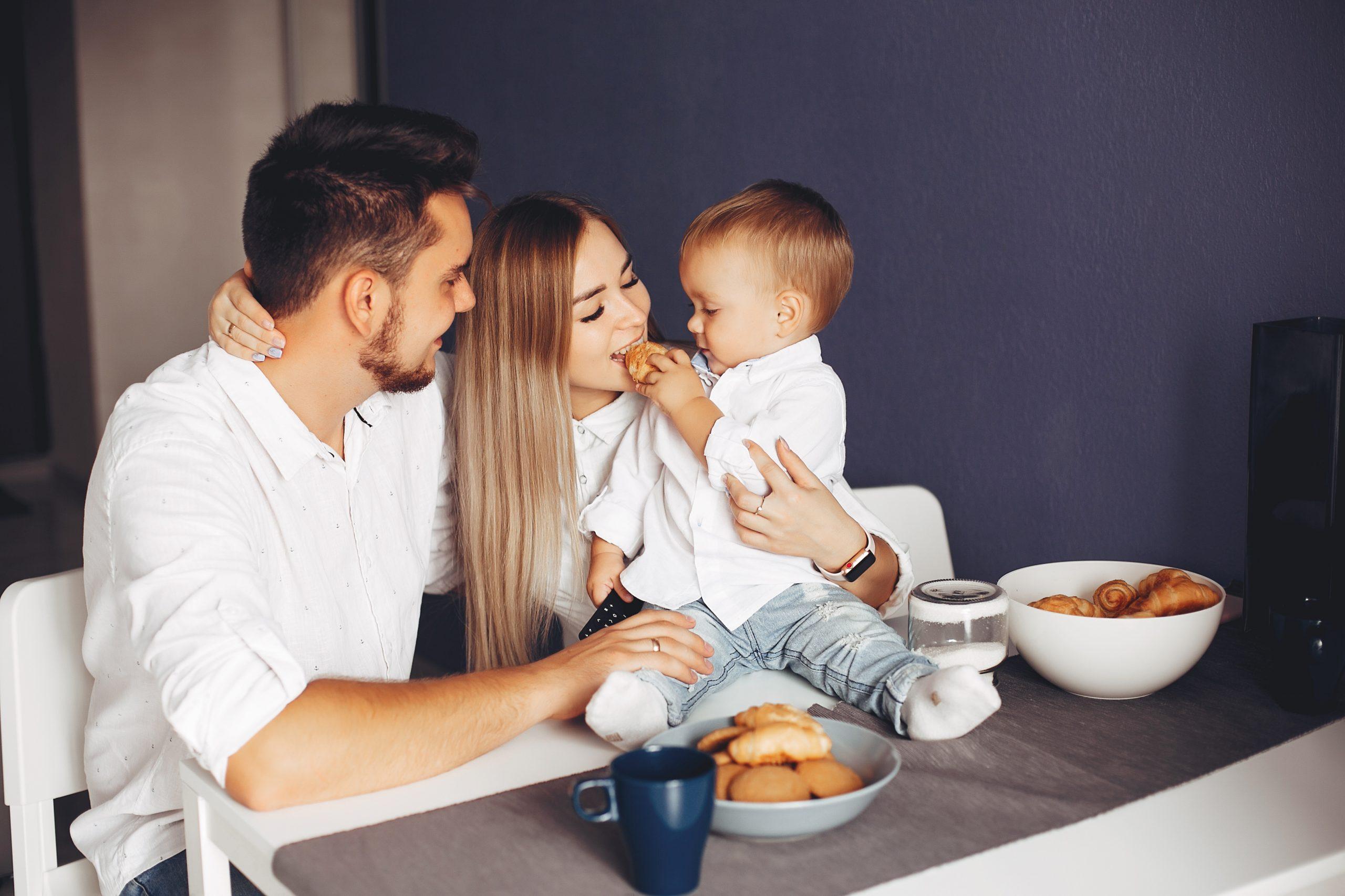 Diversificarea: de unde ne inspirăm cu privire la alimentația bebelușului