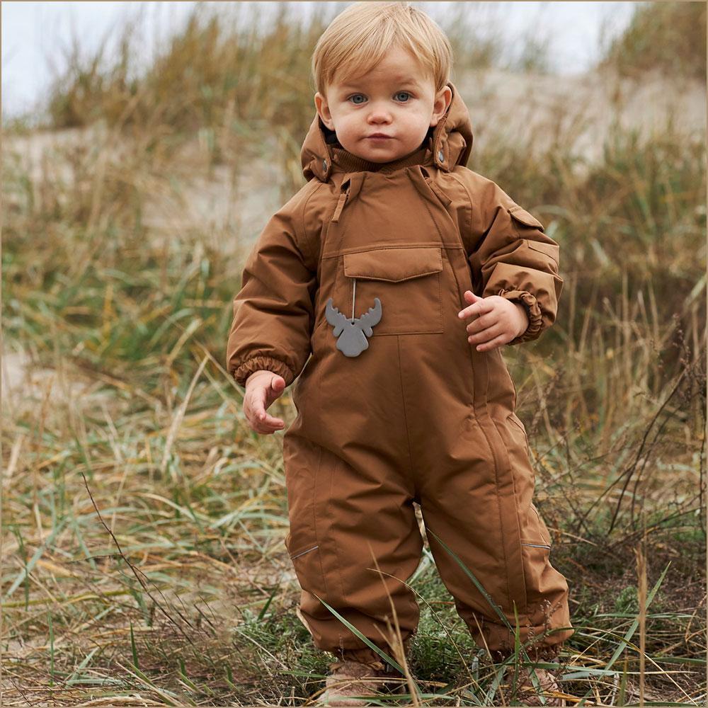 Cu ce salopete ne îmbrăcăm copii în această iarnă
