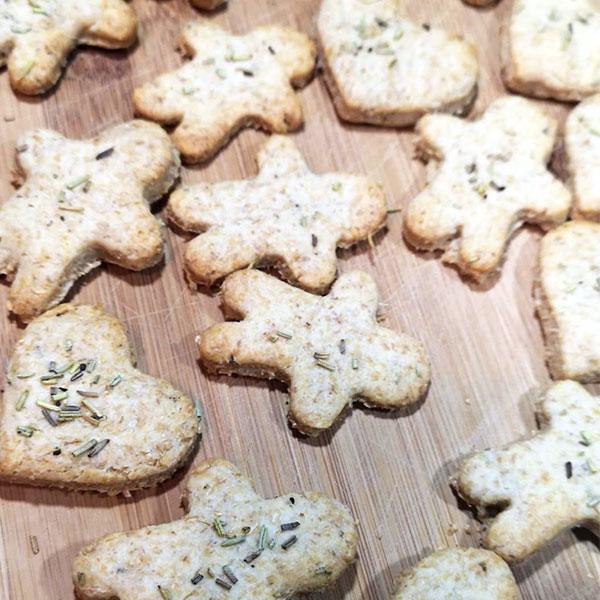 Biscuiti fragezi cu parmezan